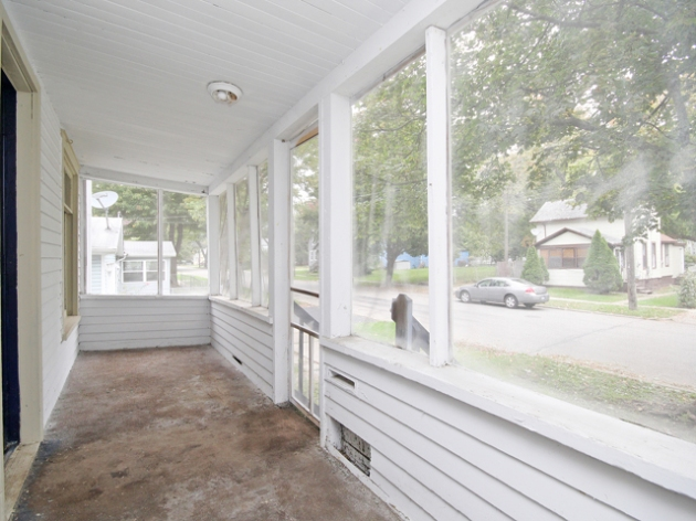263-187718-front porch