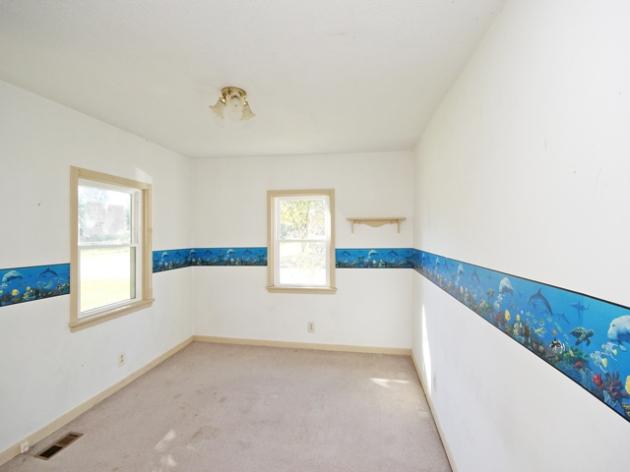 263-295517-main floor bedroom 1