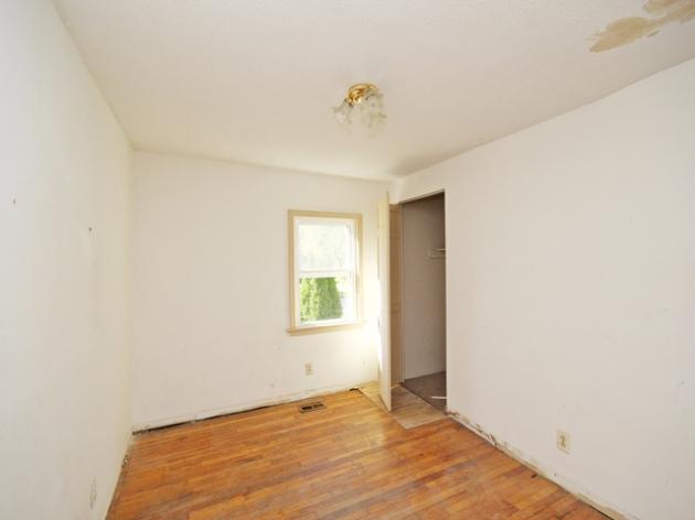 263-295517-main floor bedroom 2